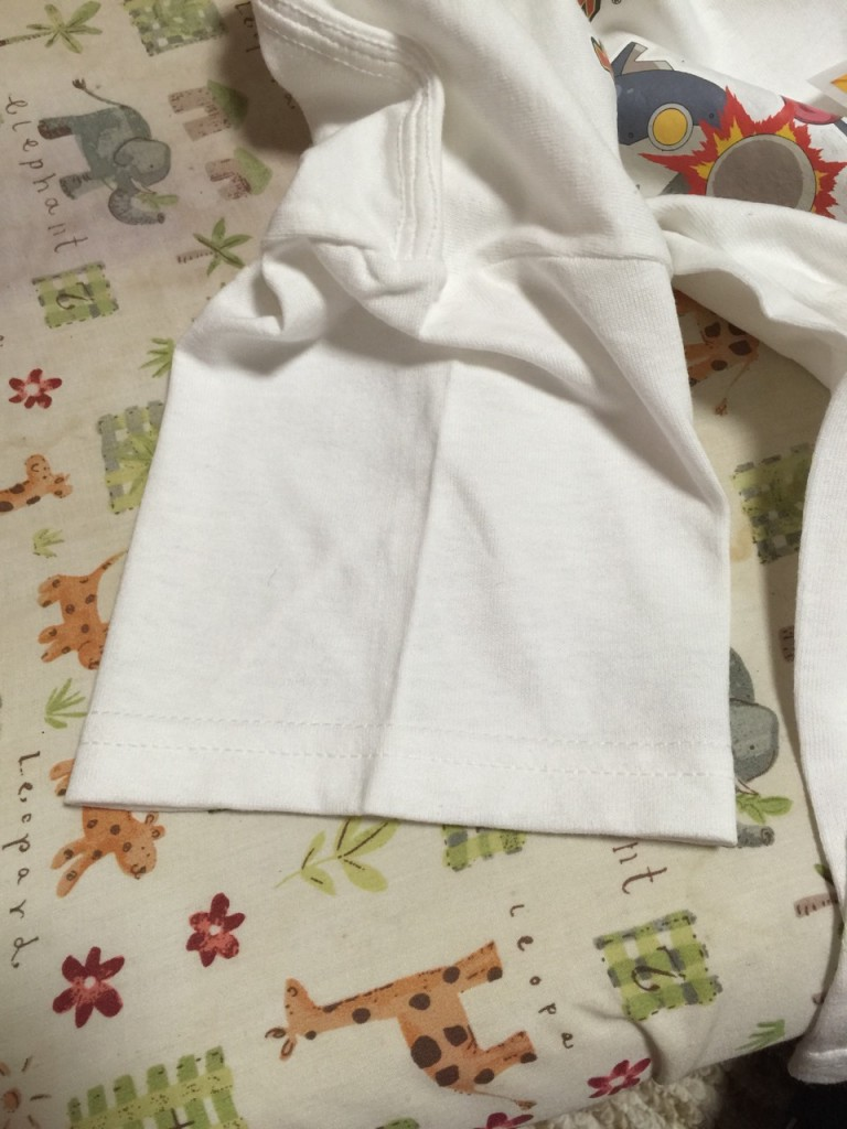 白いTシャツ袖