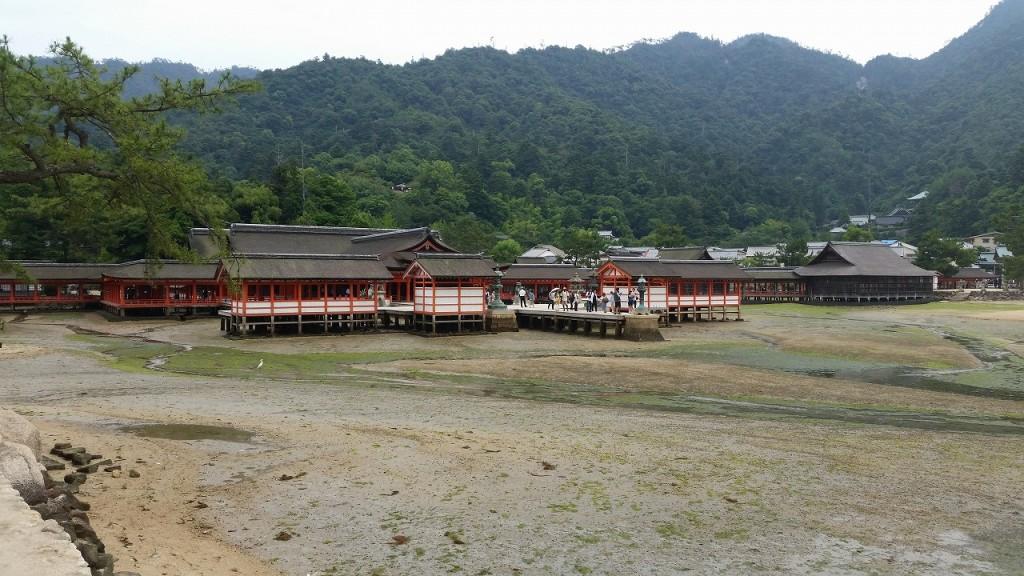 厳島神社を外から見るとこんな感じ
