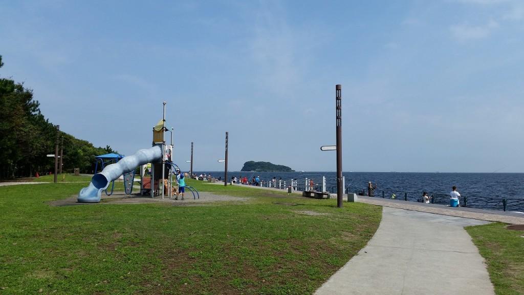 海辺つり公園は遊具もあり子供が遊べる