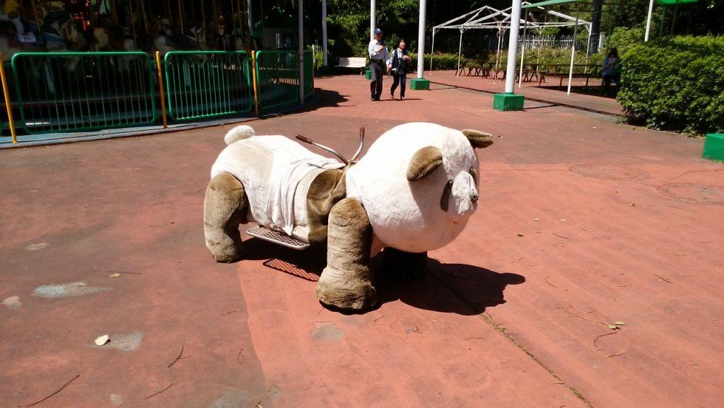 もりの遊園地の動物の乗り物