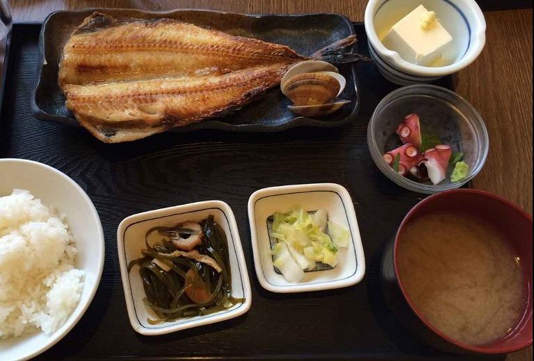 魚河津のホッケ定食