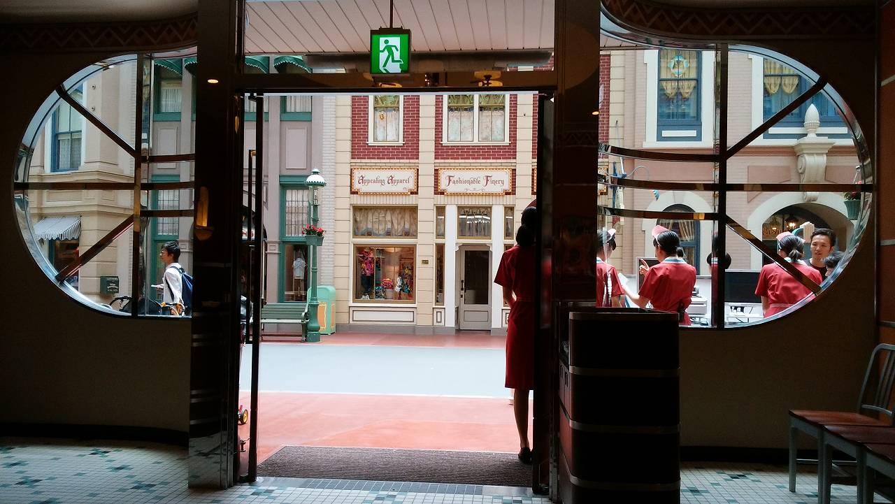 ディズニーランドのセンターストリート・コーヒーハウスは空いている
