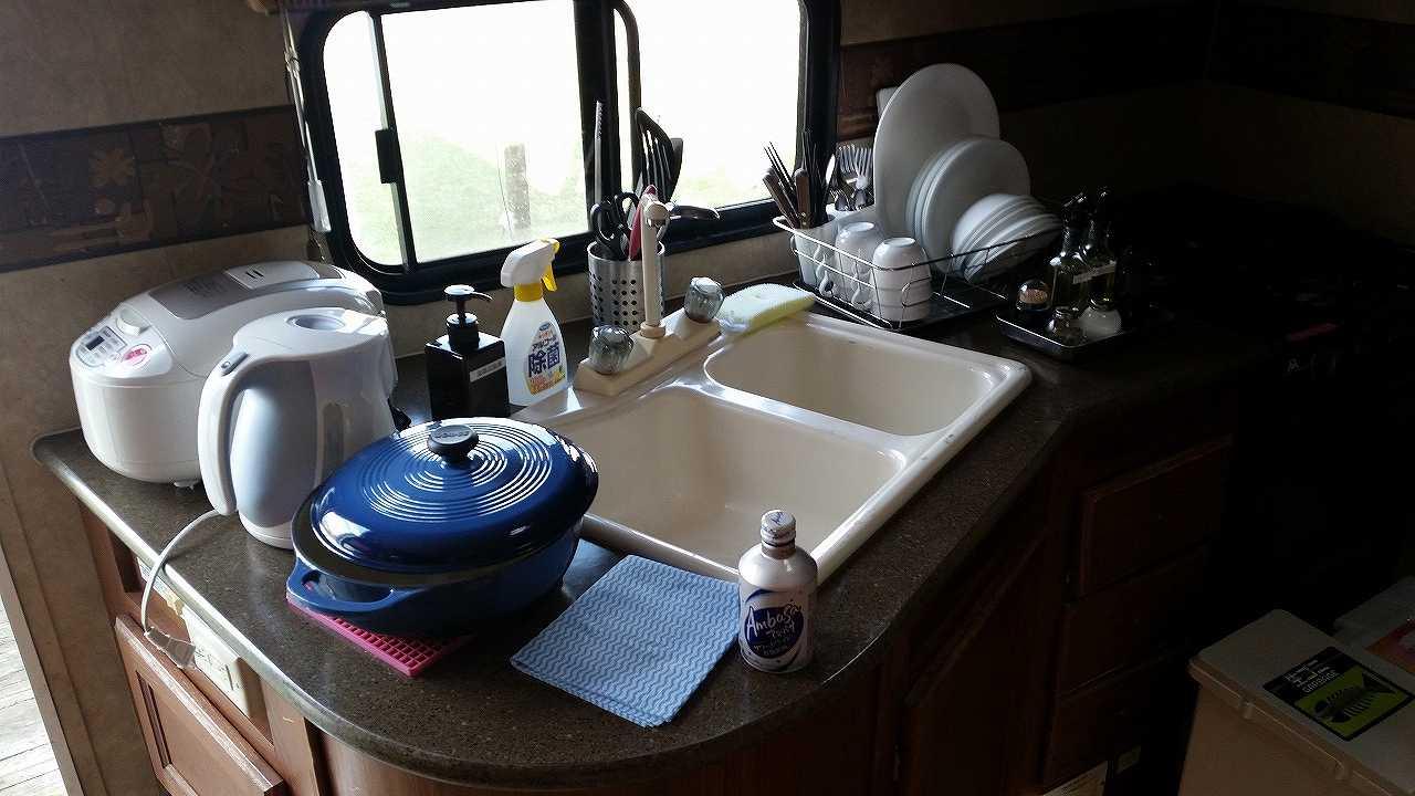 トレーナーハウス内の食器、電化製品