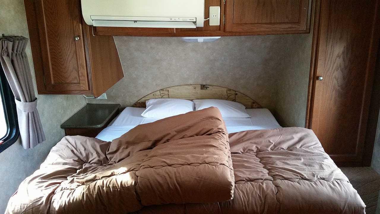 初島アイランドリゾートのトレーナーハウス内のベッド