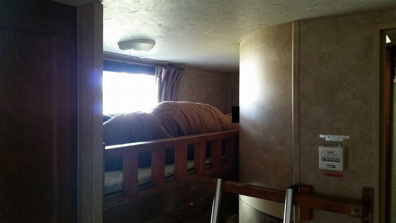 初島アイランドリゾートのトレーナーハウス内の2段ベッドに寝てみた