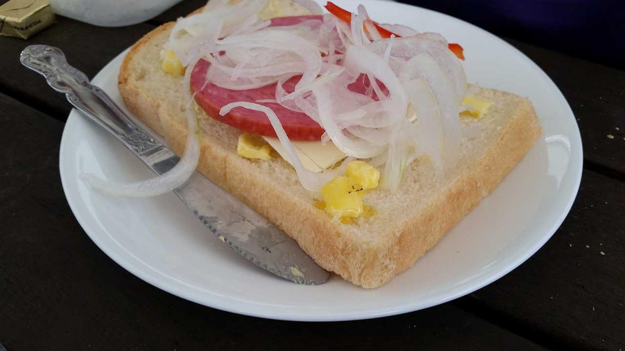 初島グランピングの朝食1