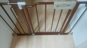台所が危険なので赤ちゃんの柵を付けてみた