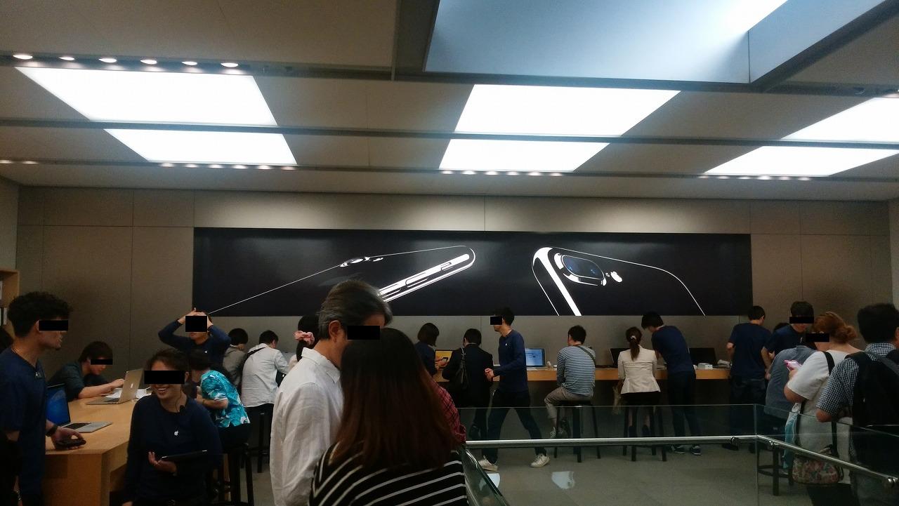iphone7をアップルストア銀座店で受け取る列
