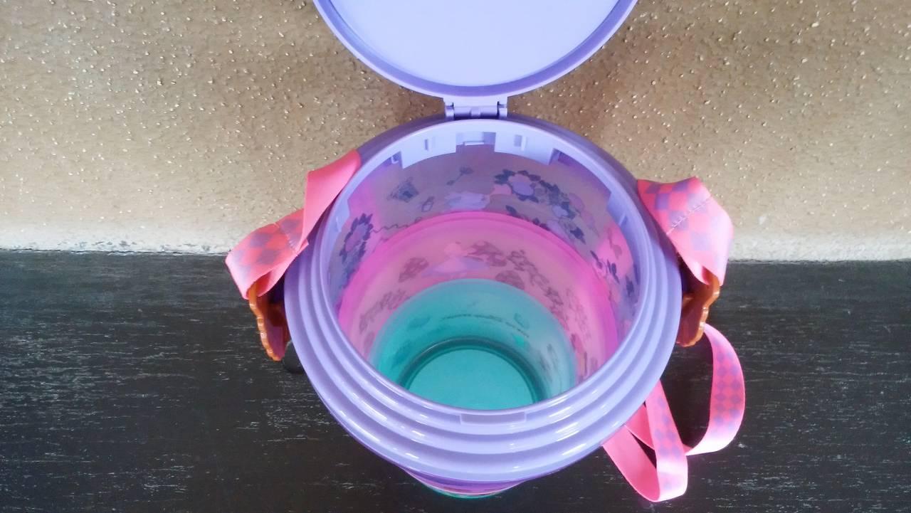 ふしぎの国のアリスのポップコーン容器は蓋が大きい