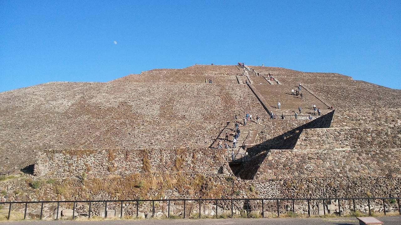 メキシコシティにあるテオティワカン太陽のピラミッド