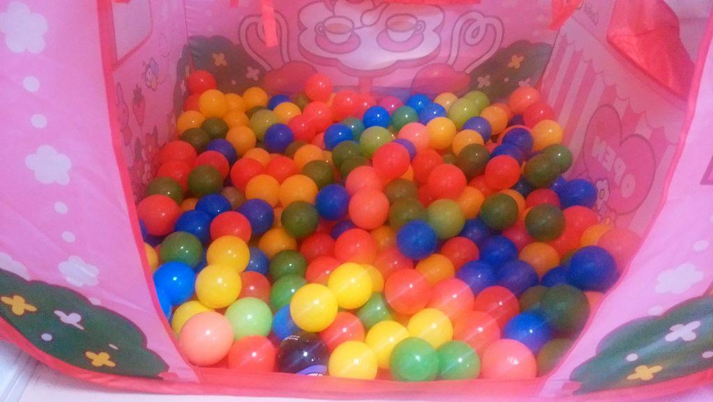 ボールプールのボールを200個入れてみた