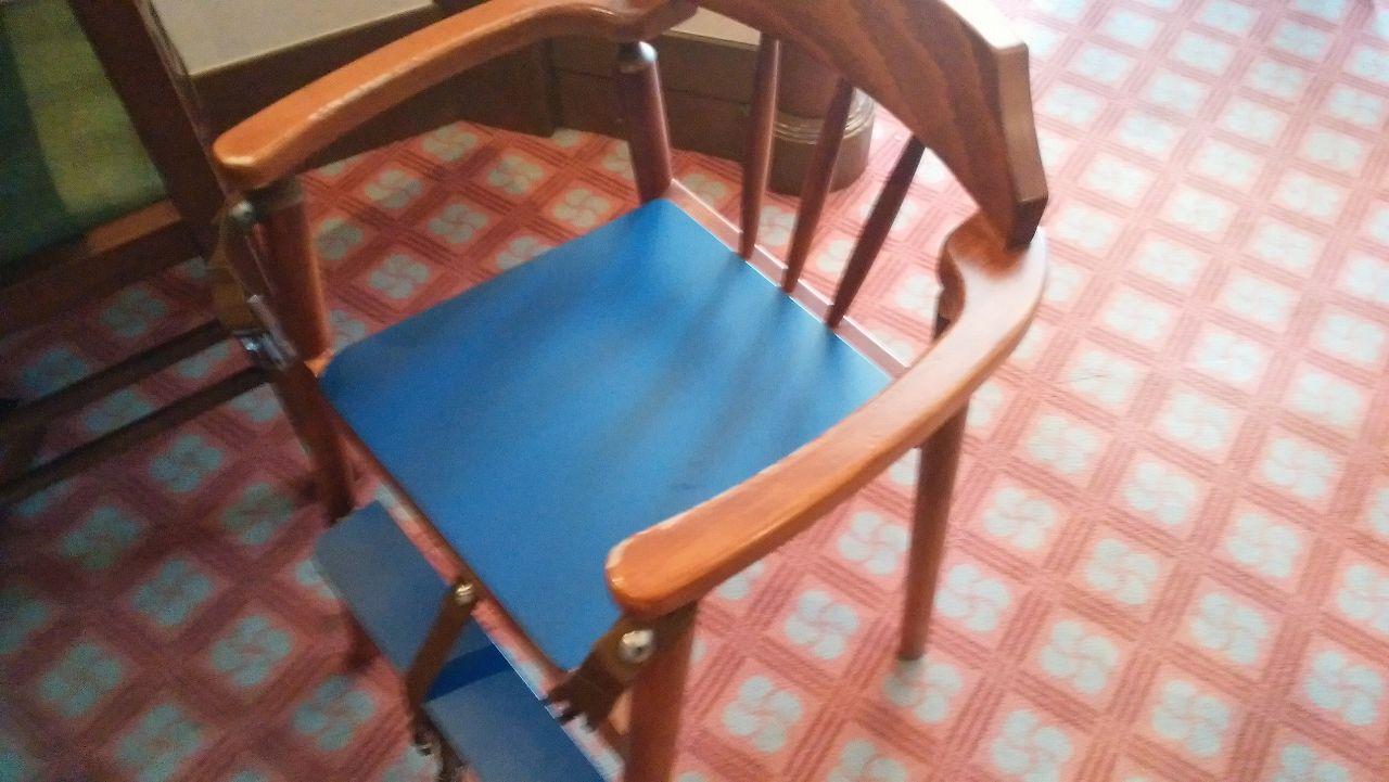 和食レストラン北斎の子供用の椅子