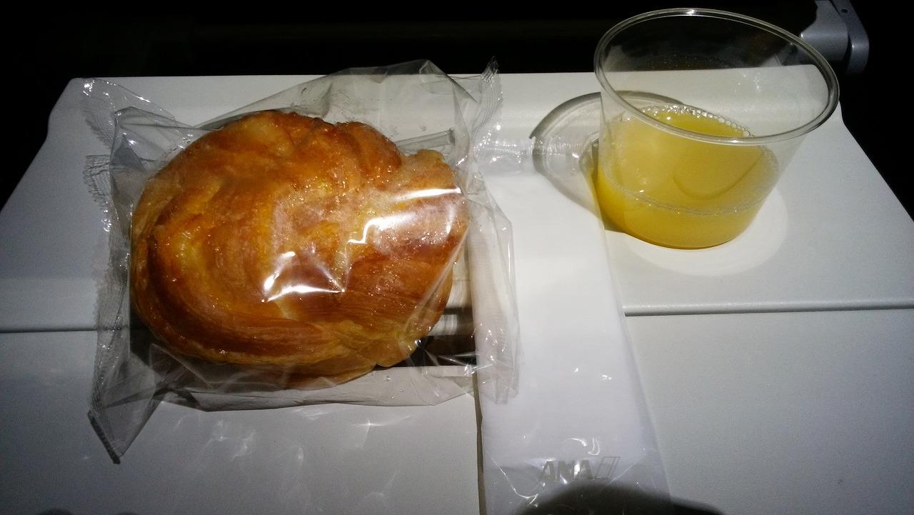 ANAボーイング787メキシコシティー便の機内食1
