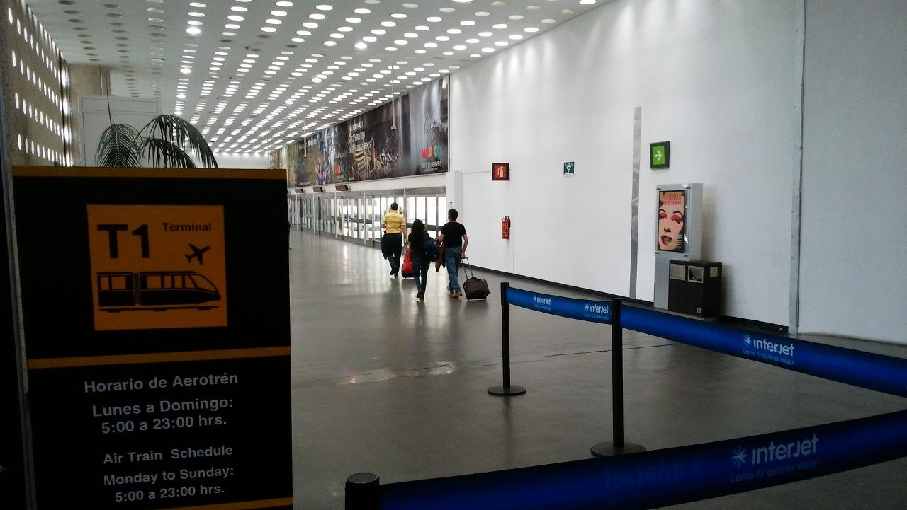 ベニートフアレス国際空港の電車