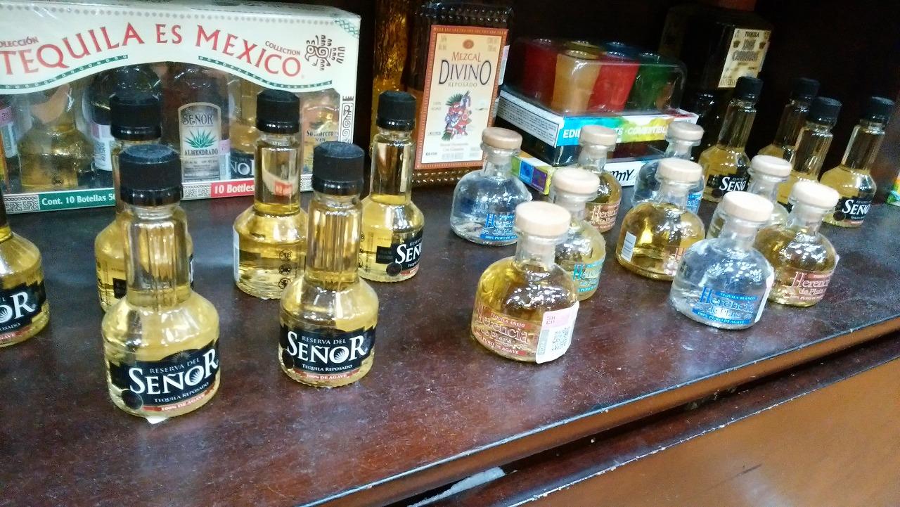 メキシコのお土産に小さいテキーラ