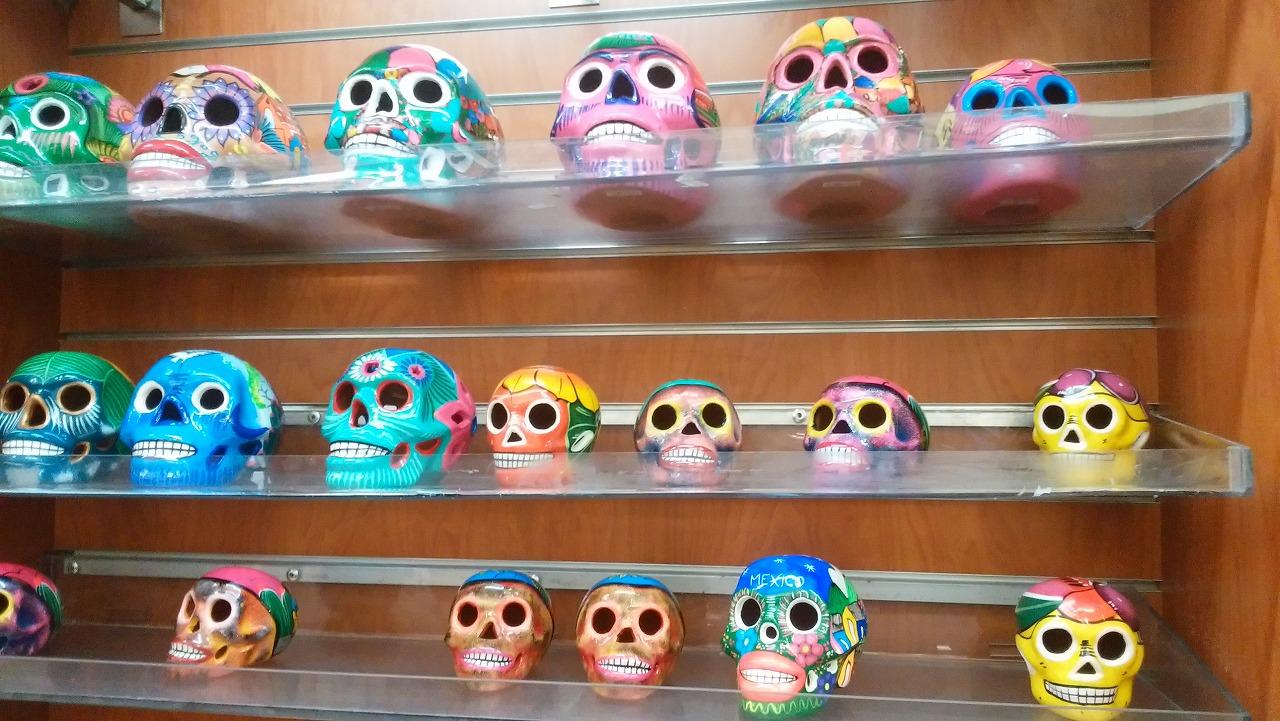 メキシコのお土産にドクロの置物