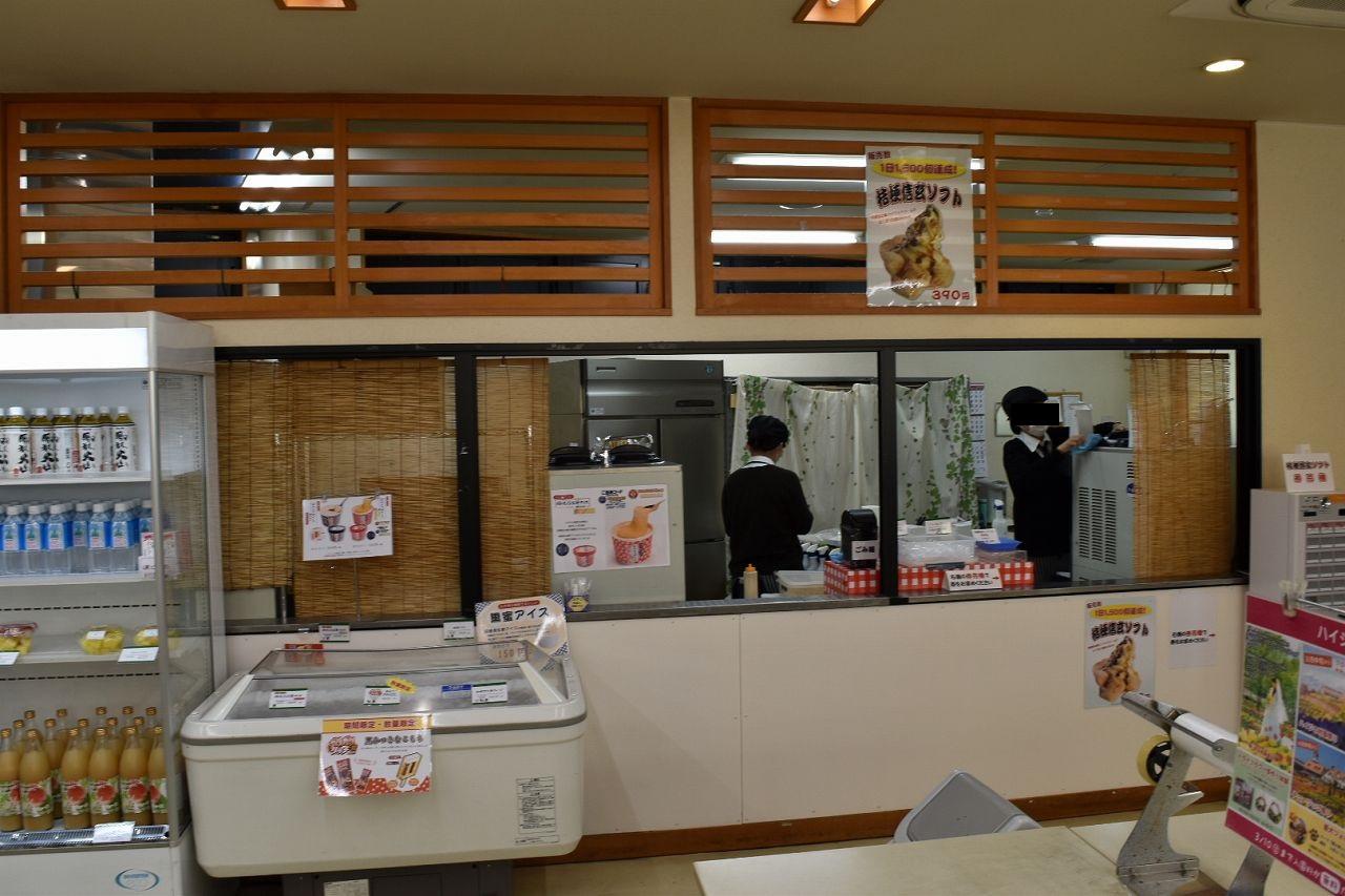 桔梗信玄餅ソフトクリーム売り場