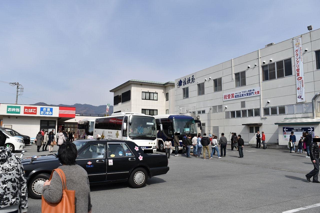 信玄餅詰め放題と工場見学のバスツアー