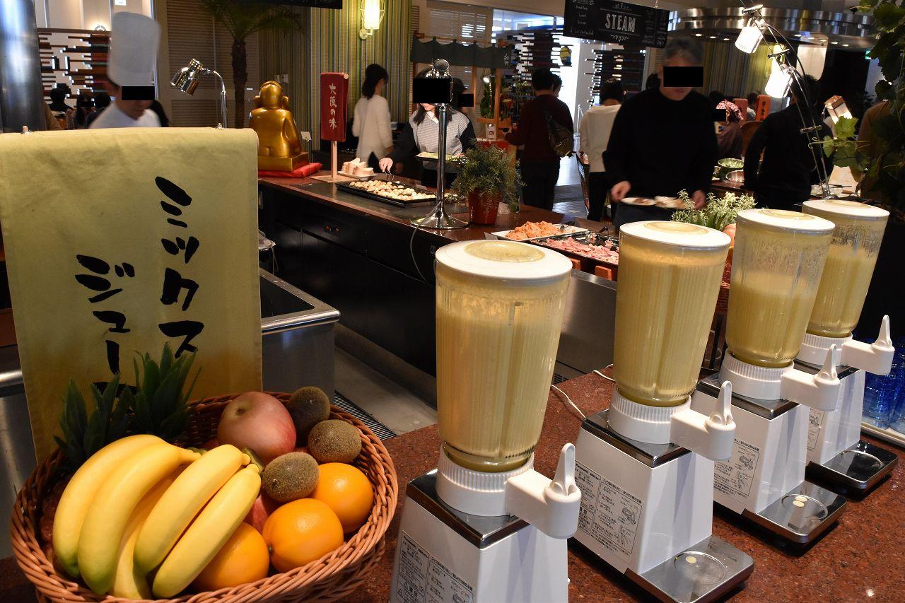 ホテルユニバーサルポートの朝食のミックスジュース