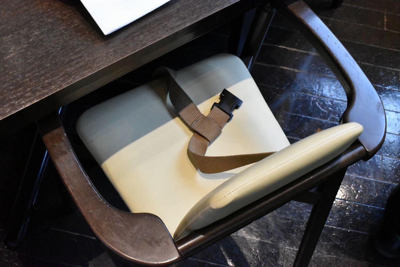 ハプナのベルト付き椅子