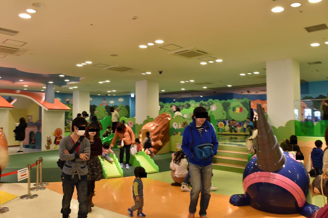 神戸ミュージアム内の滑り台
