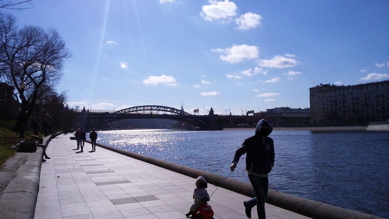 モスクワ川を散歩