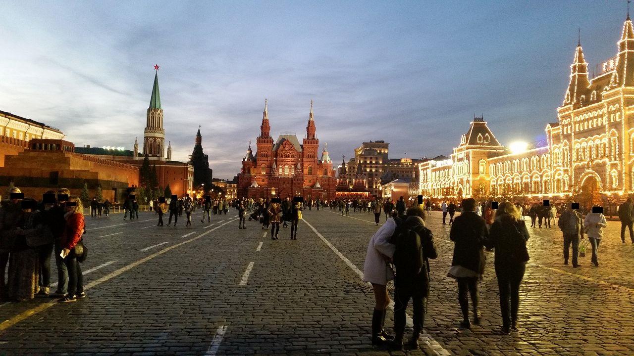 夜ライトアップされた赤の広場
