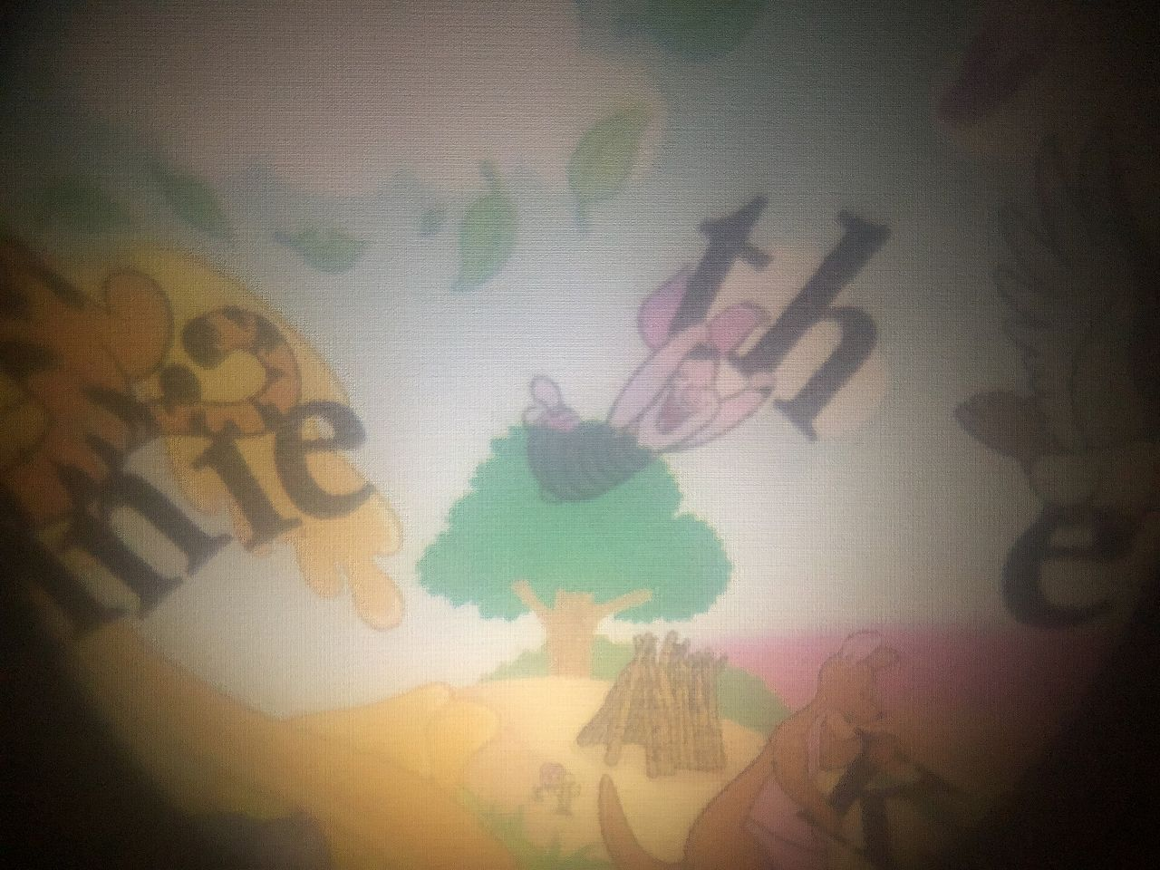ディズニーおやすみシアターの壁表示