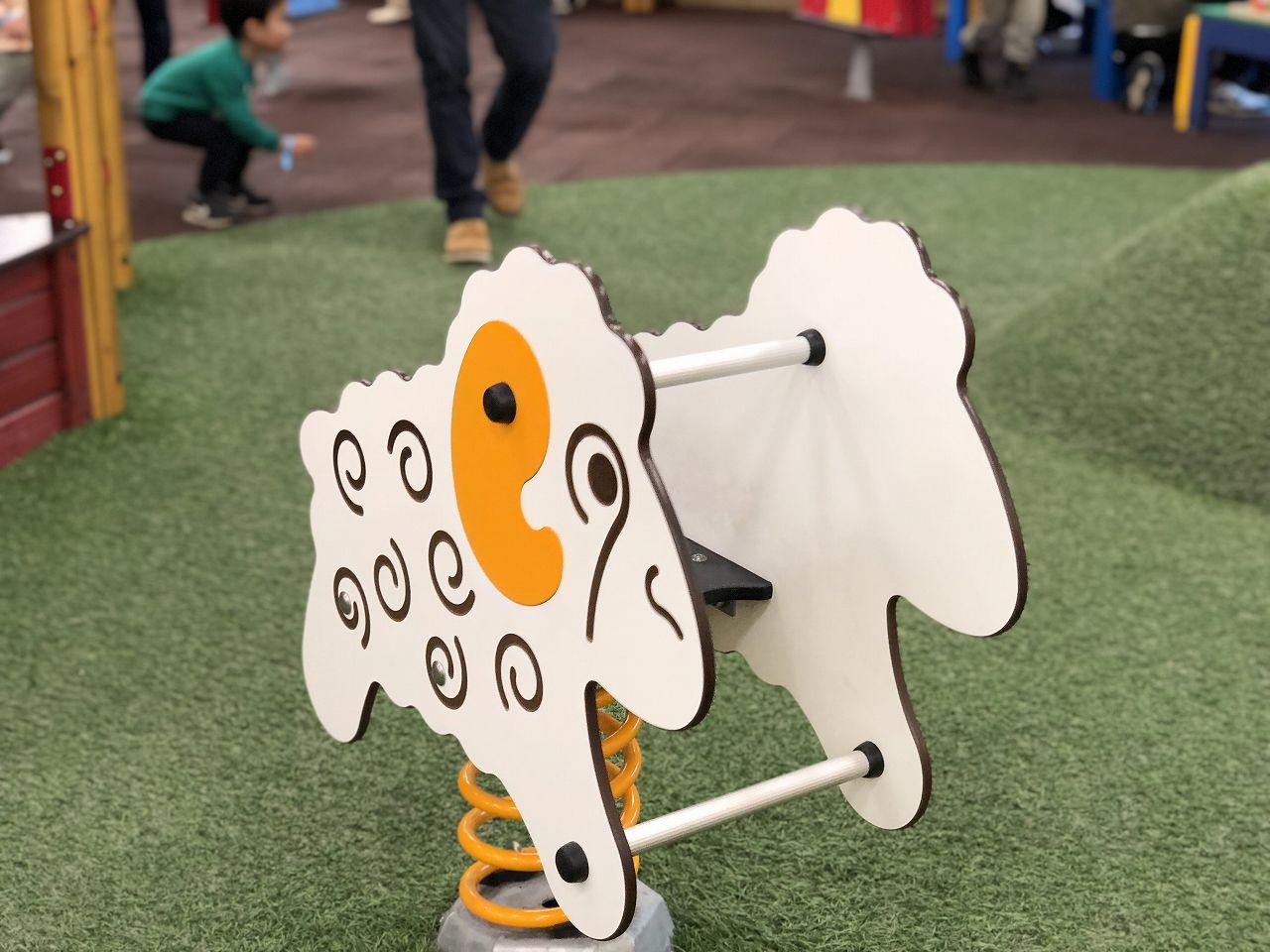 公園にある揺れる遊具
