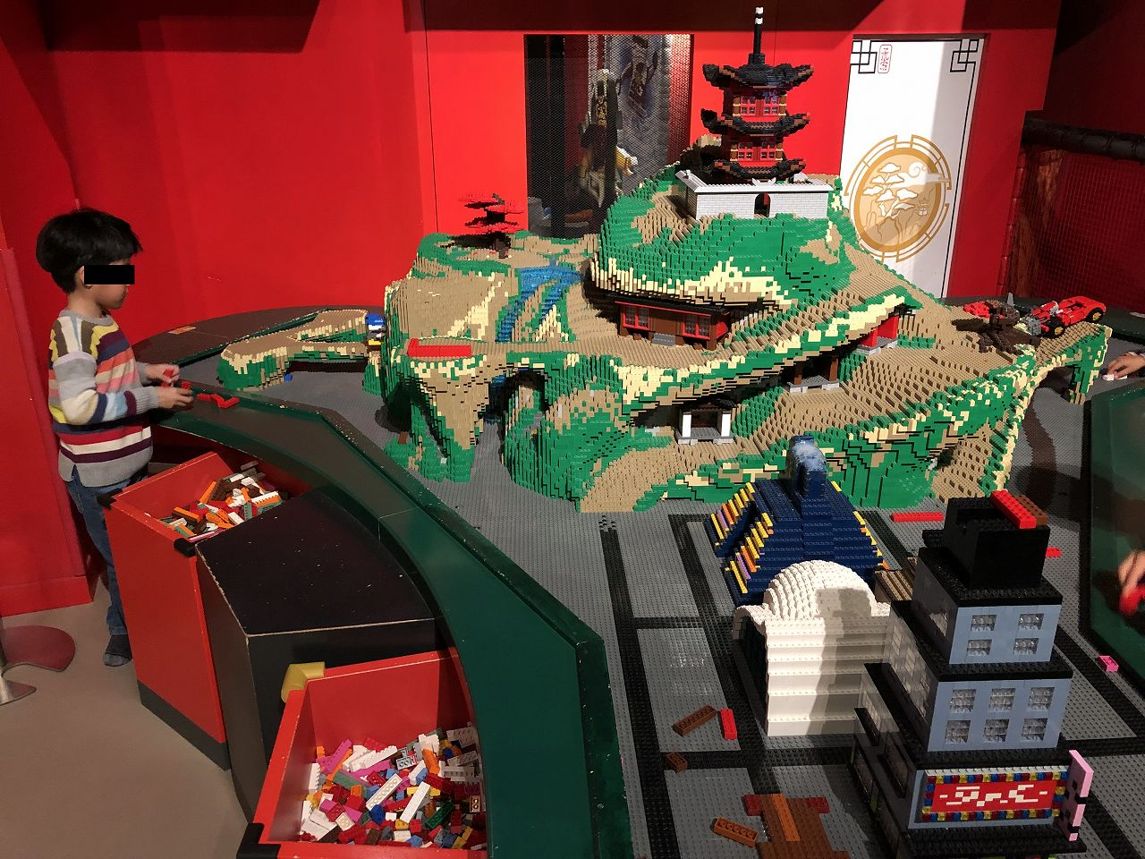レゴで遊ぶ