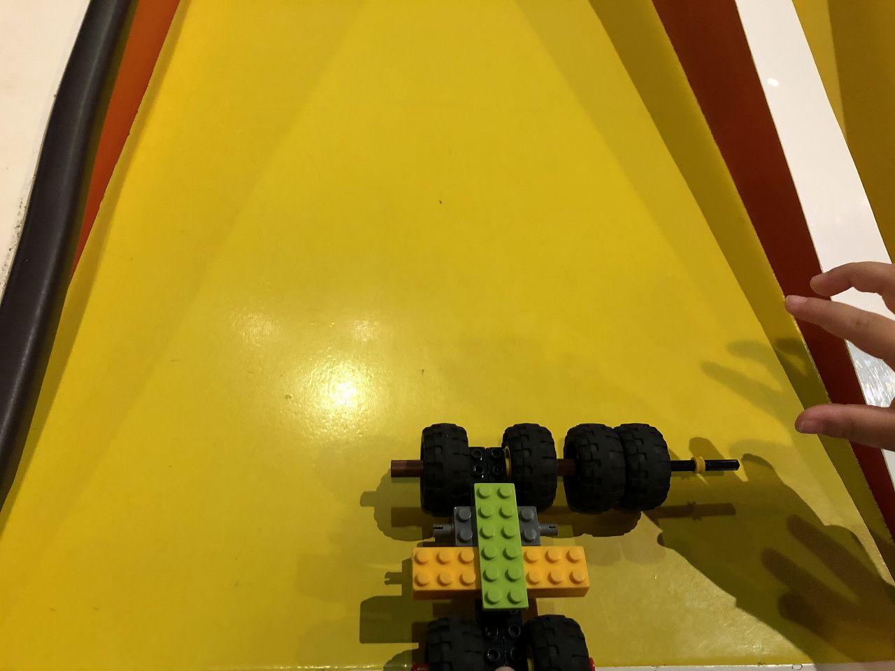 レゴカーを走らせる