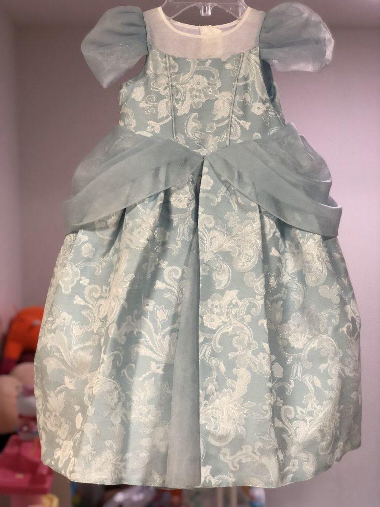 前から見たプリンセスドレスドレス