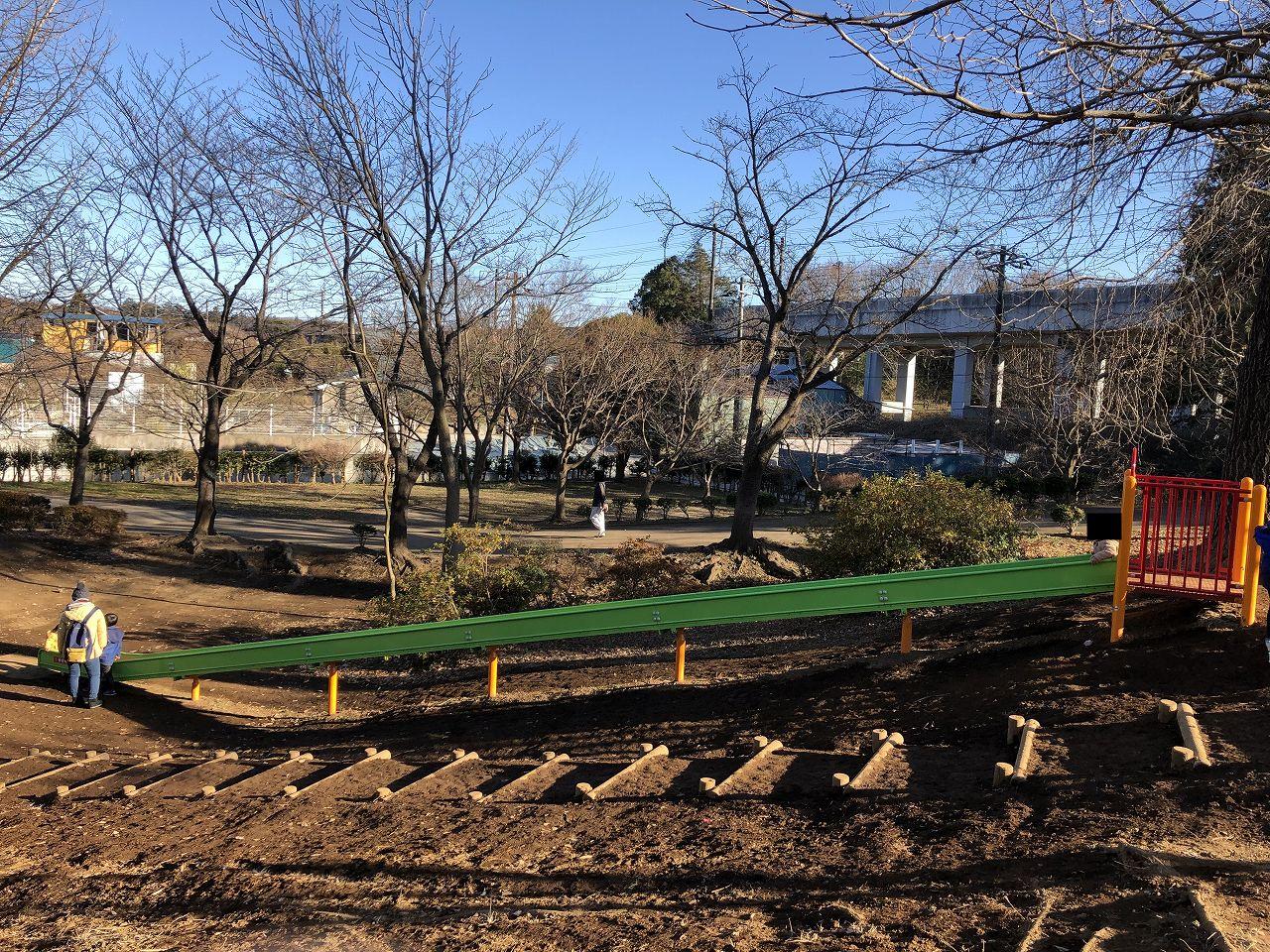 鎌ヶ谷市制記念公園のローラー滑り台