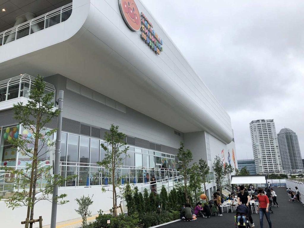 アンパンマンミュージアム横浜の外で食べる場所